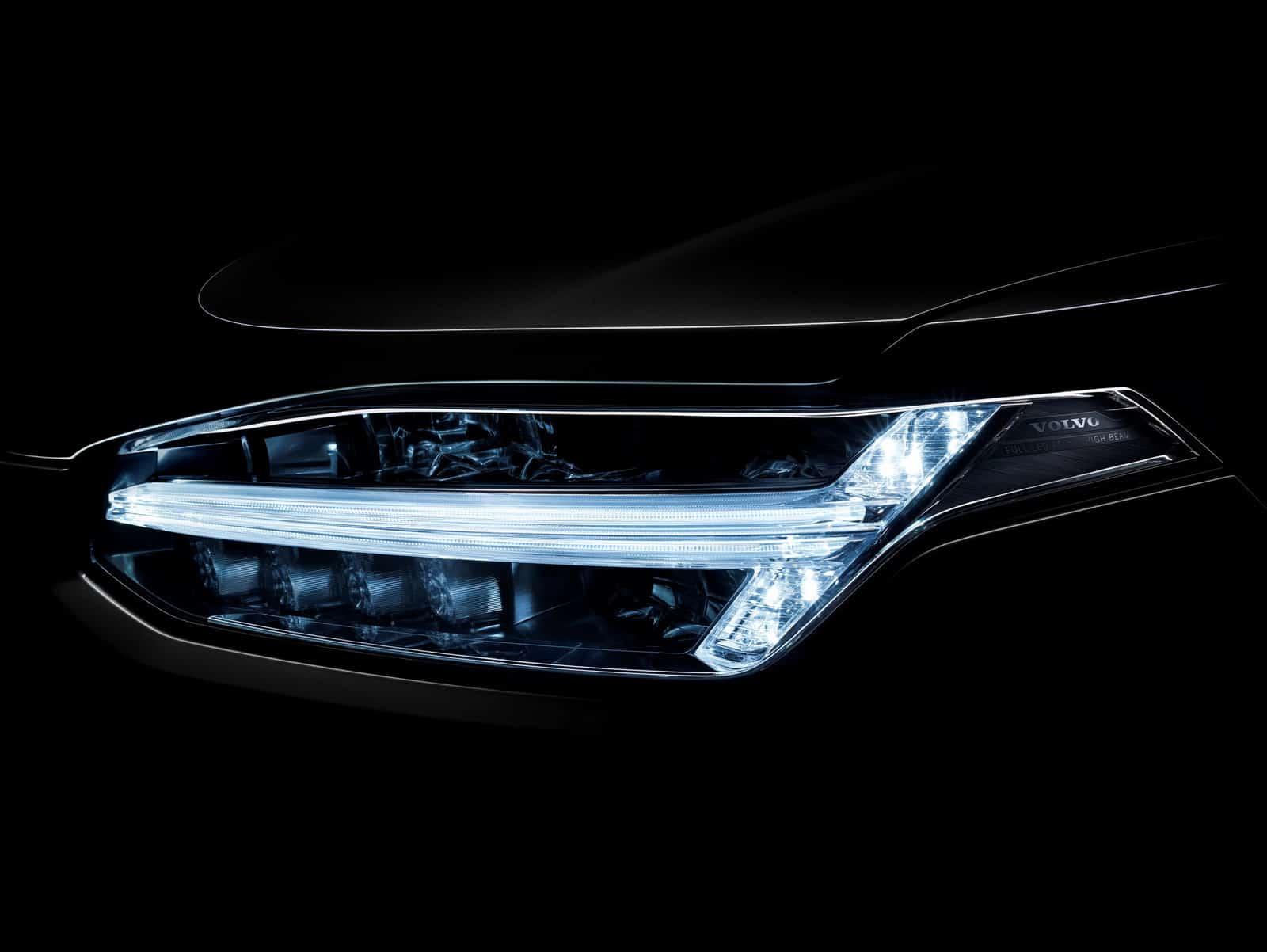 2015-Volvo-XC90-16