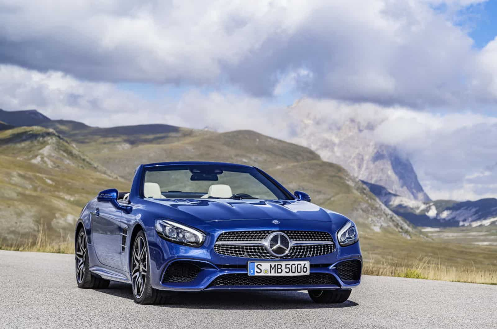 Mercedes-Benz SL 500. Brillantblau mit AMG Line. Mercedes-Benz SL 500. Brilliant blue with AMG Line.