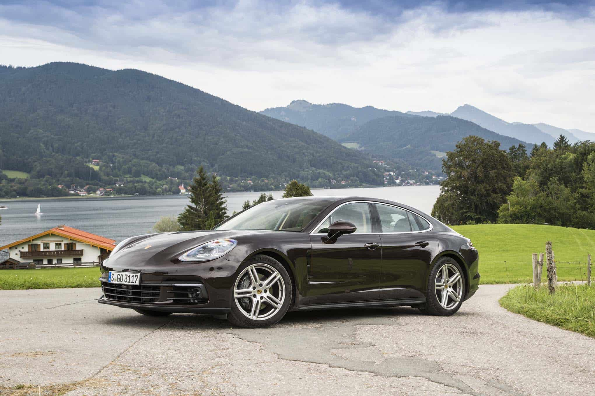 2017-Porsche-Panamera-4S-front-three-quarter